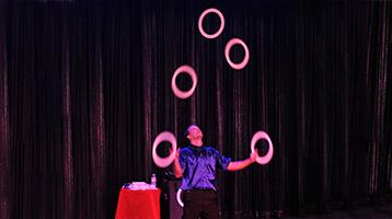 Dana Tison Amazing Juggling